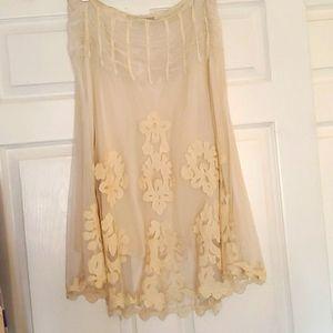 Pura Vita cream lace skirt with applique.